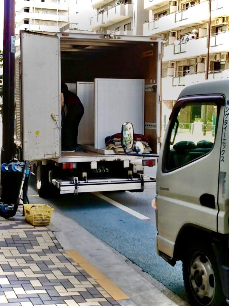 木工什器,木工家具,配送,運送会社,2トントラック,2トンロング